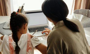 Seminar Sekolah Parenting (Pendampingan Belajar Orang Tua)